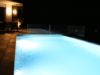 abendstimmung-beleuchteter-swimming-pool